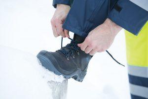 Zimowe buty ochronne - praca w niesprzyjających warunkach atmosferycznych